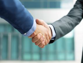 Business people shakeing hands, copy space